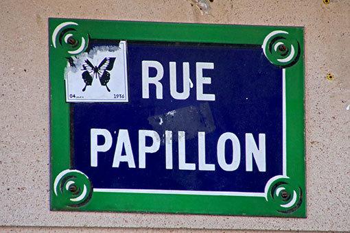パピヨン通りの道標