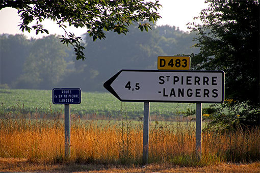 シャンポー村からリュセルヌ・ドゥトゥルメール修道院 交差点の道標
