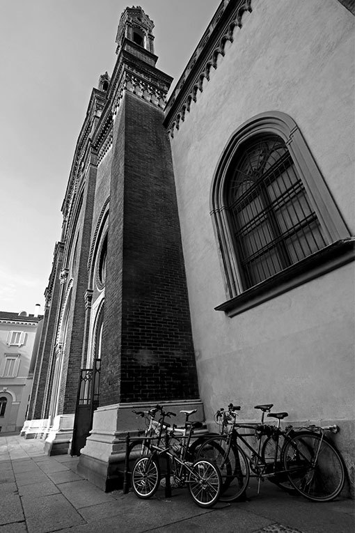 ミラノ サンタ・マリア・デル・カルミネ教会 自転車のある風景