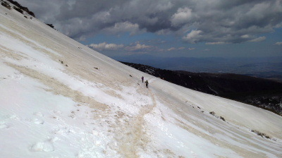 10長い雪の斜面を渡ります