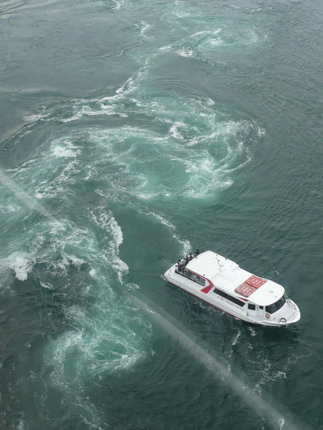 鳴門海峡と渦潮0