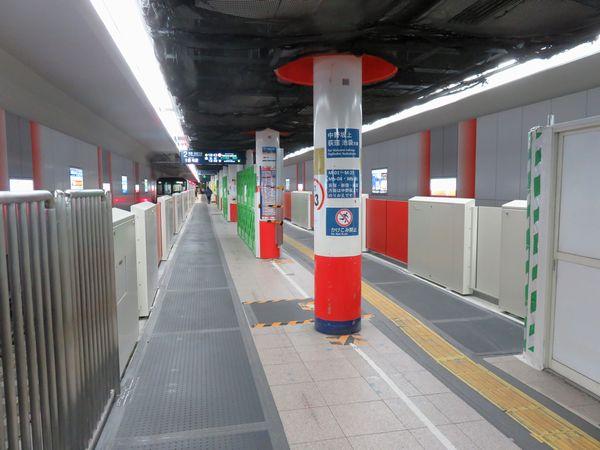 ホーム延長工事が完了した方南町駅。ホームドアも6両対応になった。