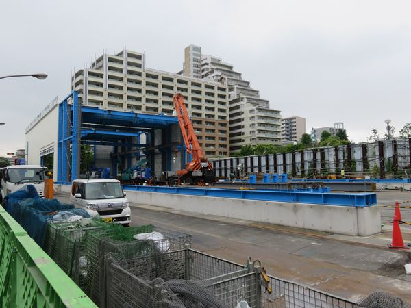 防水ハウスは旧新砂あゆみ公園を覆い尽くすように建てられるようになっている。