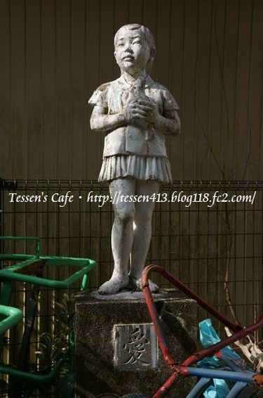 20130302070051b9b白い少女の像