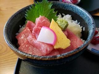 s寿司吉で中トロと大トロの切り落とし丼