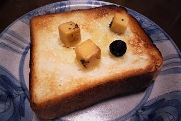 オリーブオイルチーズパンです