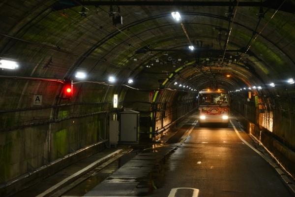 2018年11月20日 関電トンネルトロリーバス 黒部ダム~扇沢 300形