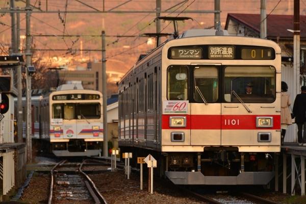2018年12月8日 上田電鉄別所線 城下 1000系1002編成/1001編成