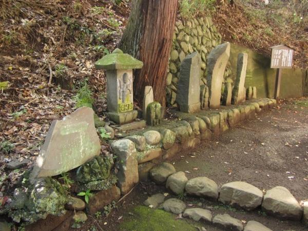 居神神社境内の古碑群