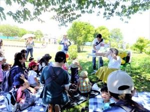 20190616本郷公園絵本ピクニック022.jpg