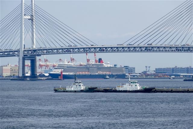 横浜ベイブリッジとクィーン・エリザベス