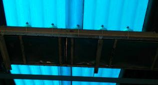 天井からのブルーライト