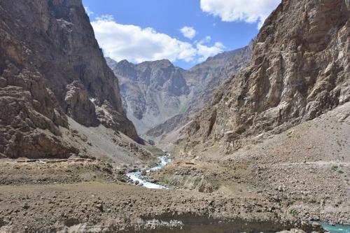 20180802_174923_AfganistanSide_of_PanjRiver_PamirHighwa.jpg