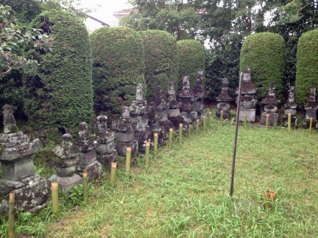 長野氏累代の墓。