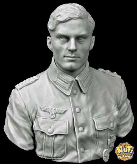 NuTs PLANET_1/10_Bust_Claus von Stauffenberg_base