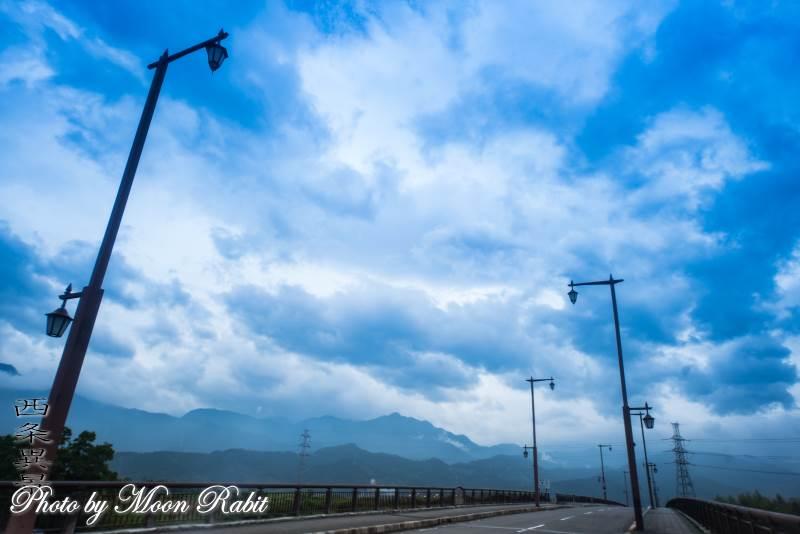 水都橋と雲 愛媛県西条市川沿町