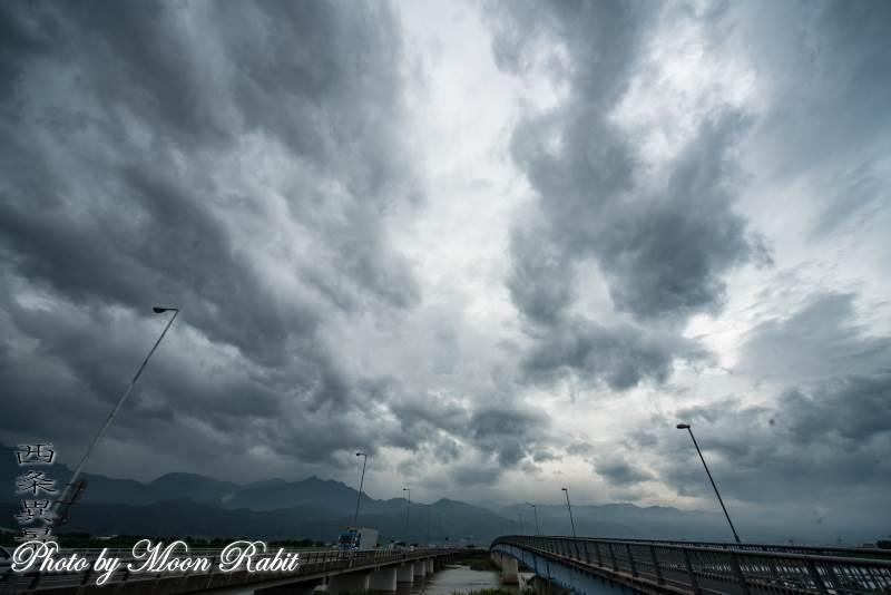 加茂川上空の雲 愛媛県西条市古川