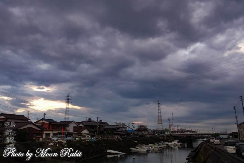 西条漁港と雲 愛媛県西条市北浜南