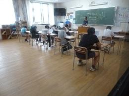 2試験に集中する2年生