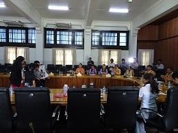 11ヤンゴン市長はじめ市のトップの方々の前で