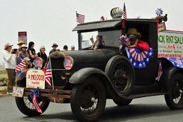 blog (6x4@300) Yoko 96 July 4th Parade, Pack Rat Sale, Mendocino, CA_DSC7741-7.4.19.(2).jpg