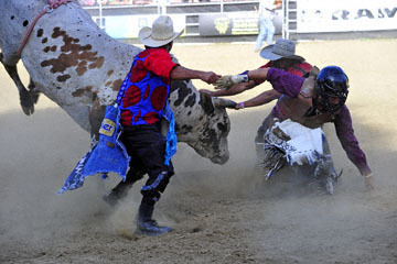 blog 42 Gold Country Rodeo, Bull Riding 1, Brooks Bonde (NS