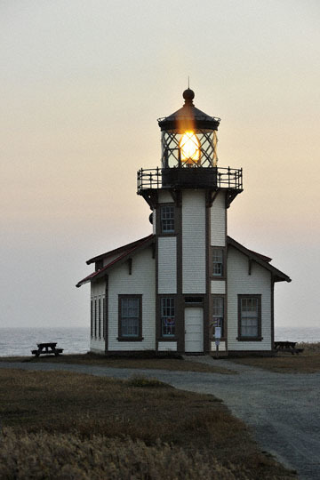 blog (4x6@300) Yoko 97 Sunset, Cabrillo Point Light House, Mendocino, CA_DSC8016-7.5.19.jpg
