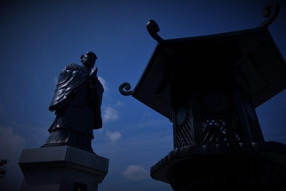 権藤邸跡銅像